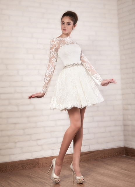 Белое короткое платье корсет
