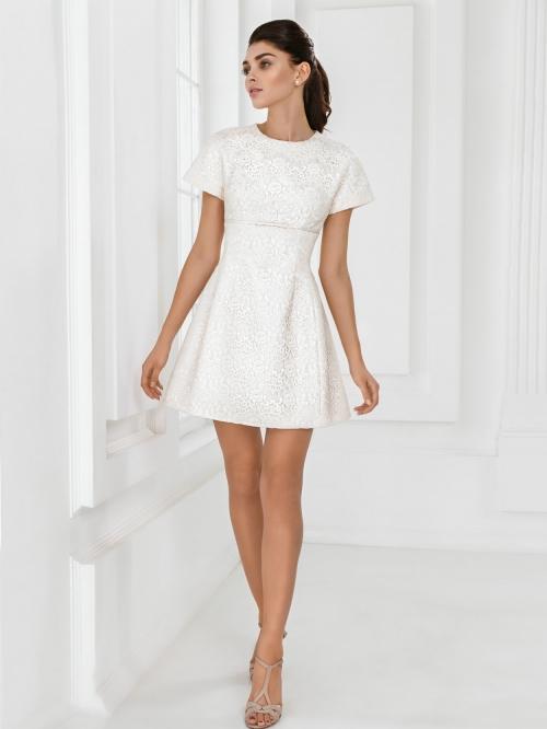 Скромные короткие платье