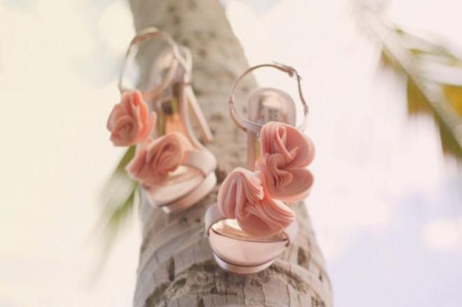 Красивые розовые босоножки для невесты
