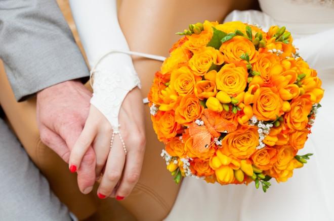 Красивый букет невесты из садовых цветов