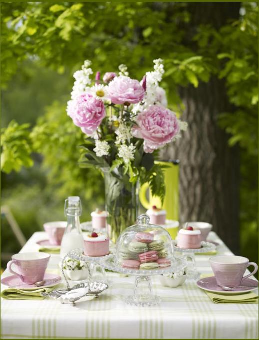 Оформление свадебного стола летними цветами
