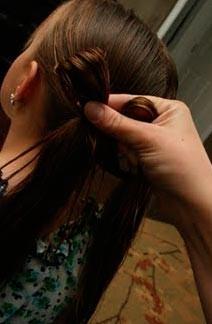 Как сделать легкую прическу своими руками. Красивая и легкая прическа «Бантики»!