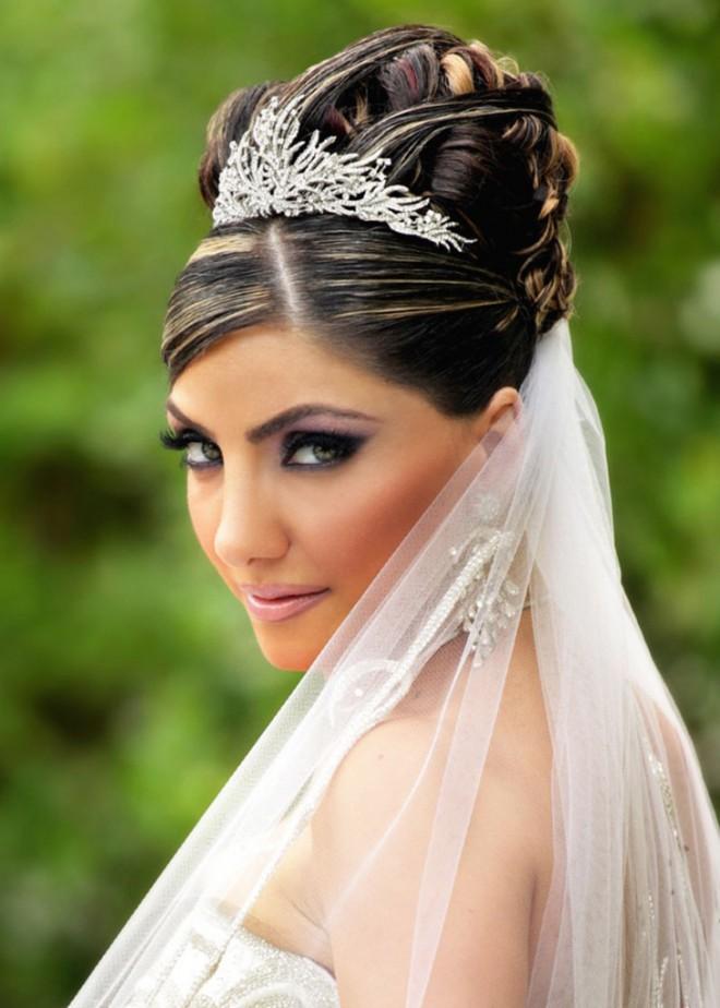 Свадебные прически для невесты на длинные волосы. Королевский шик