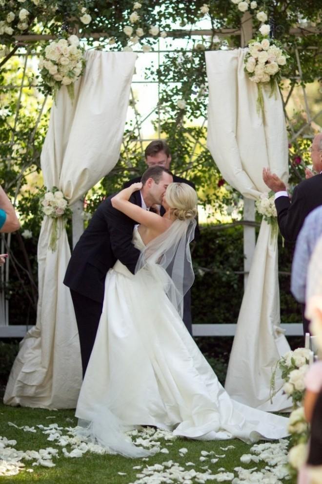 Свадебное торжество в окружении красивых пейзажей