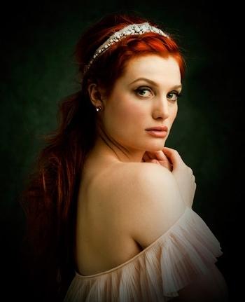 Янтарный шарм! Стильные свадебные прически для рыжих волос.