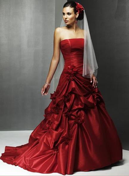 Яркое красное свадебное платье