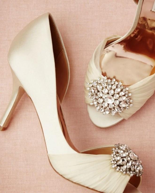 Яркая отделка обуви