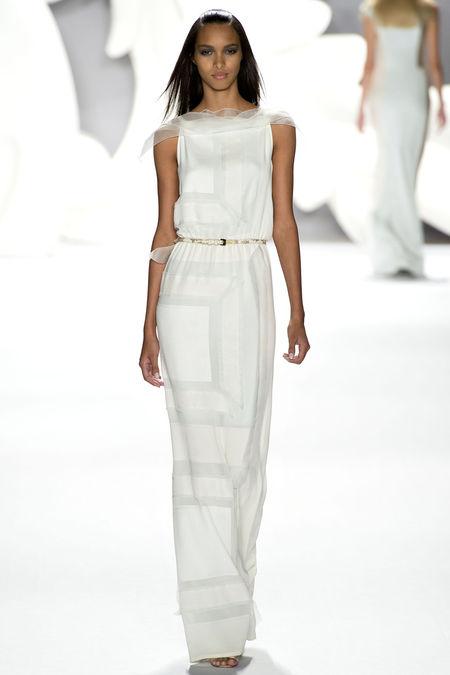 стильные белые платья на лето