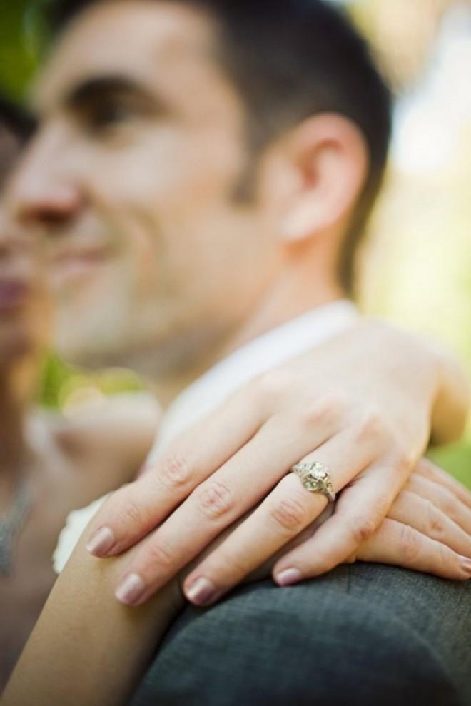 Обручальное кольцо - символ семейной жизни