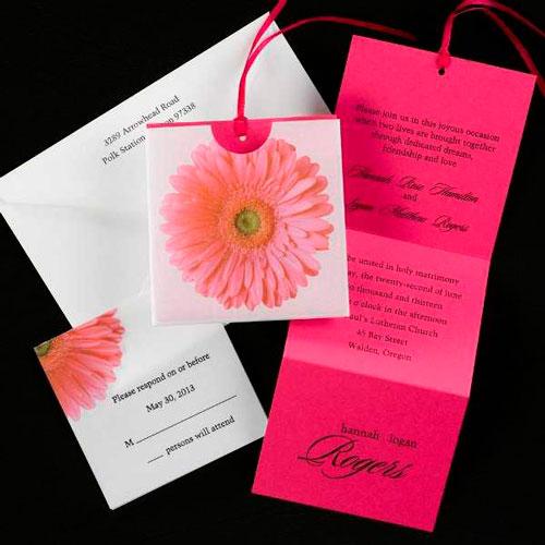 Приглашение, соответствующее общему цвету торжества