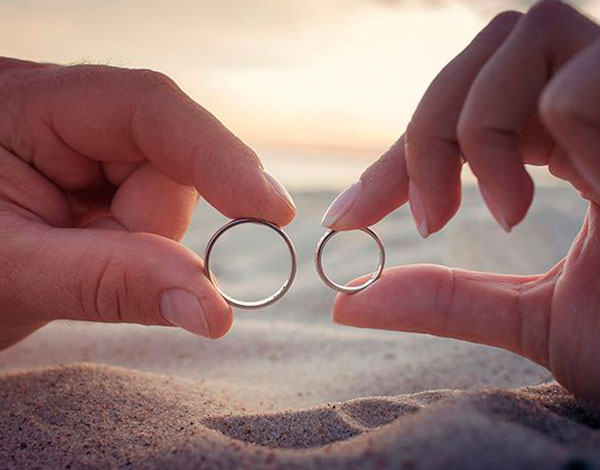 Главный символ будущей семьи - обручальные кольца