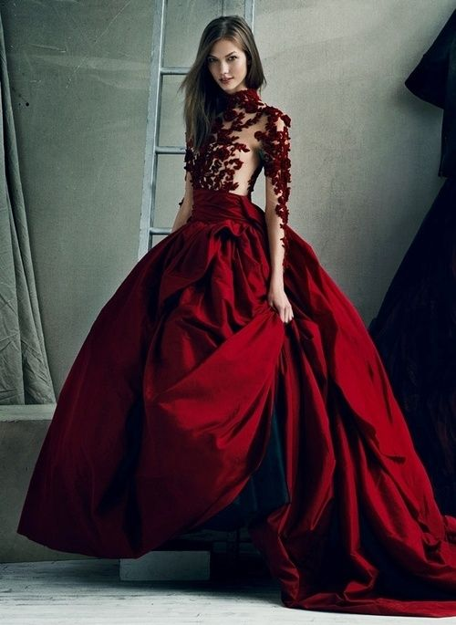 Подвенечное алое платье для страстной невесты