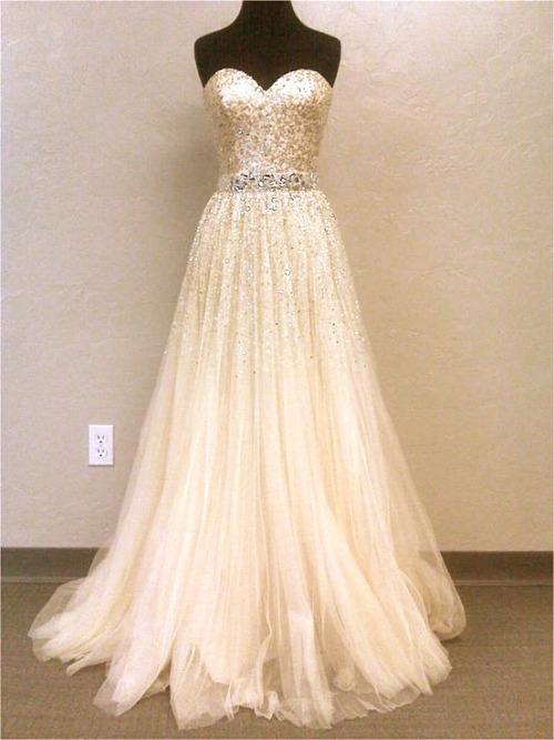 Платье для невесты нежного персикового цвета