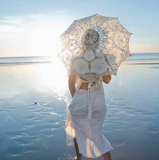 Нужно позаботиться о комфорте невесты в течении всего дня свадьбы - она должна чувствовать себя счастливой!
