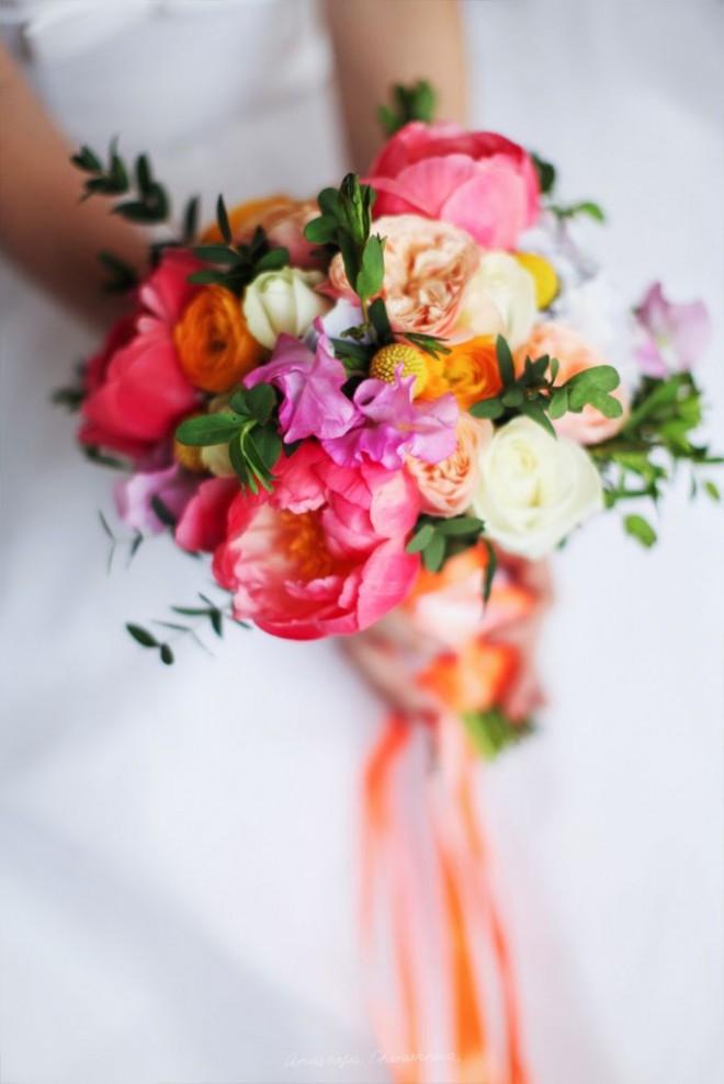 Трогательные пионы и нежные розы