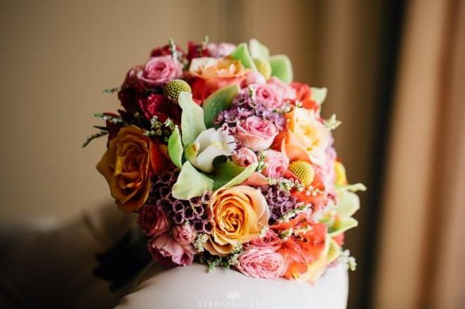 Дикорастущие цветы добавляют скромности свадебному букету