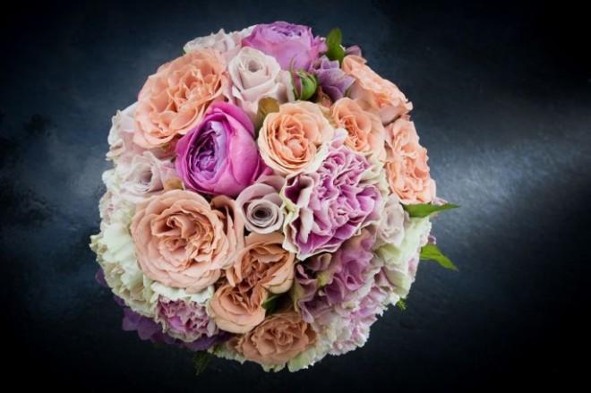 Маленькие цветы в букете создают красивый эффект