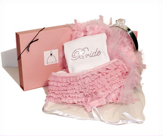 Эротическое белье - полезный подарок для невесты