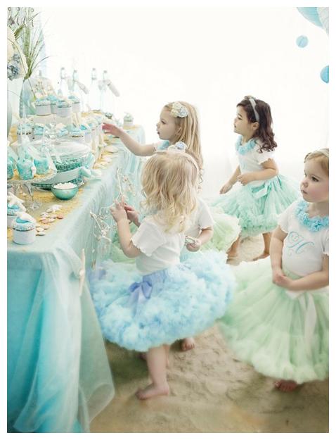Юные модницы добавят радости и zurjcnb празднику