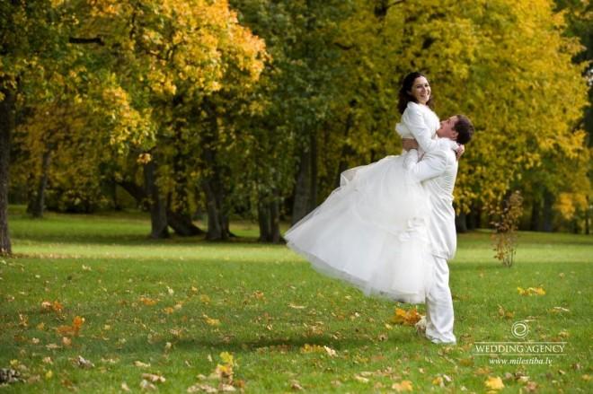 Подберите теплое манто к вашему свадебному наряду