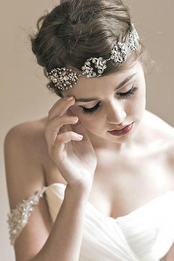 Необычное украшение свадебной прически