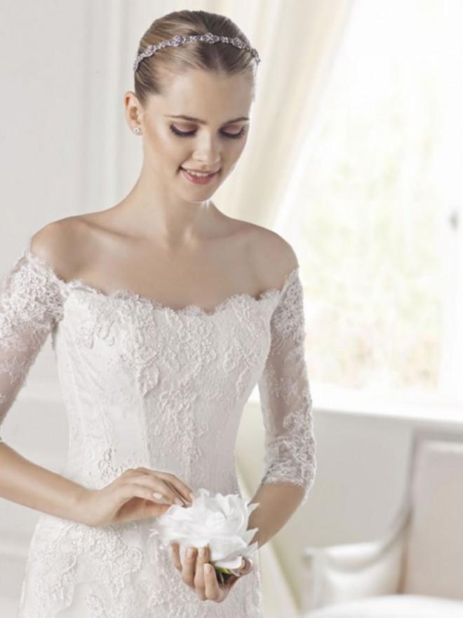 Классический образ невесты, дополненный изысканной прической
