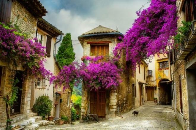 В небольших французских городах вас ожидают много красивых пейзажей