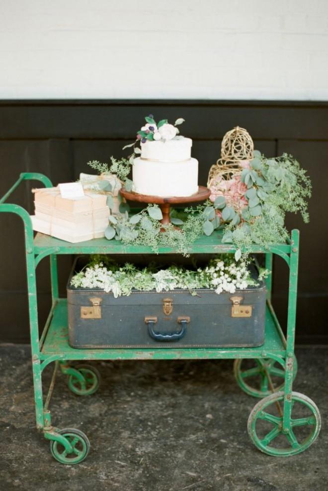 Оригинальная подача свадебного торта