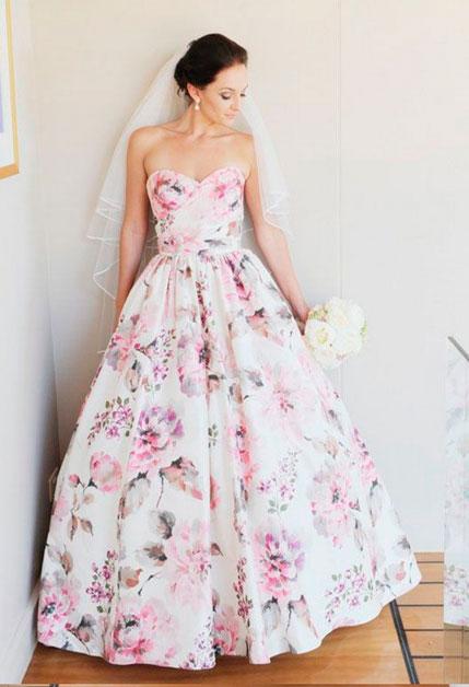 Свадебный наряд с цветочным принтом