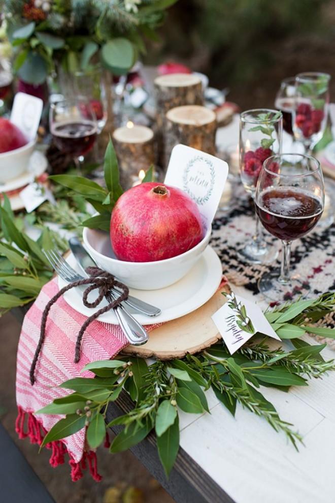 Декор свадебного стола осенними фруктами