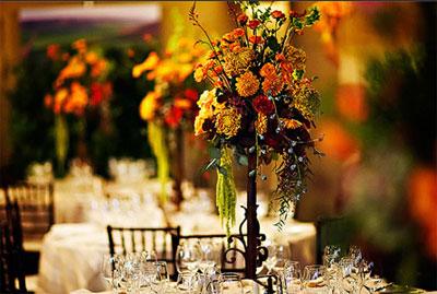Украшение свадебного стола осенними цветами
