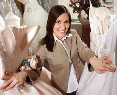 Консультант поможет вам с выбором свадебного платья
