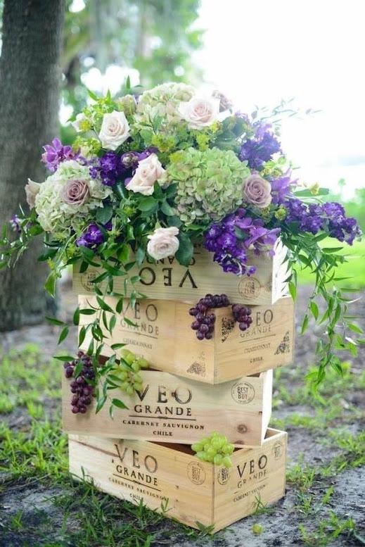 При должной фантазии можно создать отличные свадебные декорации из подручных материалов