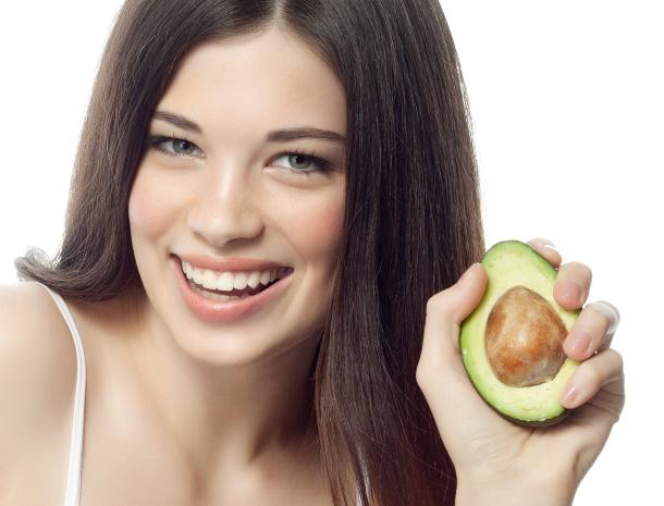 Авокадо имеет много полезных веществ для кожи и волос
