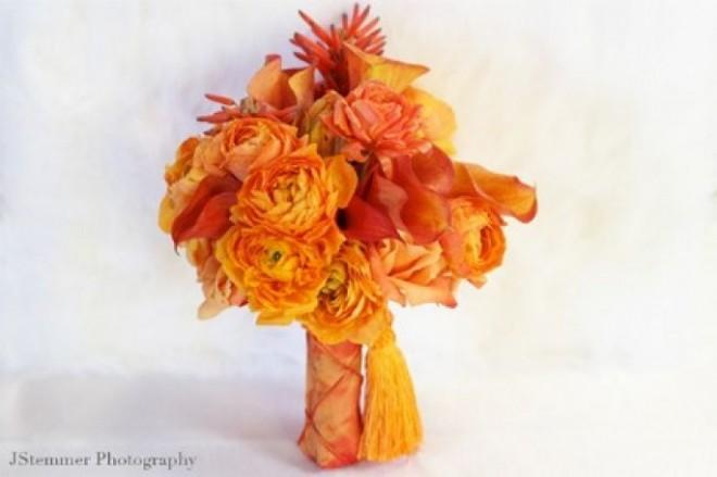 Яркий оранжевый букет