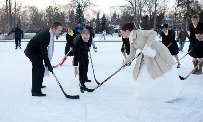 Зимой можно найти множество развлечений для молодоженов и гостей