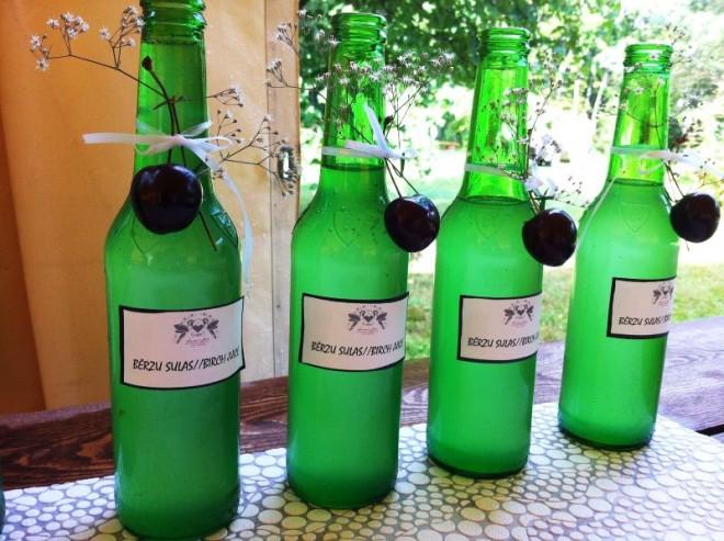 Пивные бутылки могут стать стильным украшением хмельной свадьбы