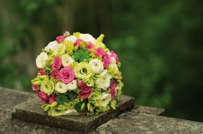 Изящный букет невесты из миниатюрных роз