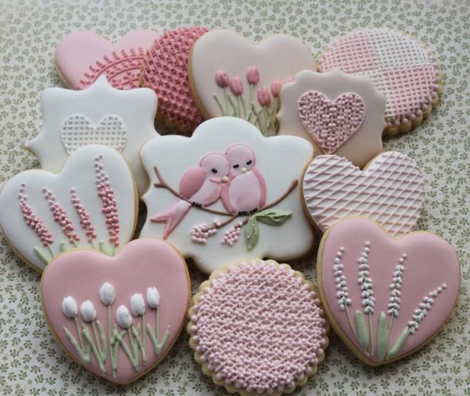 Коробка вкусного печенья станет прекрасным подарком для гостя