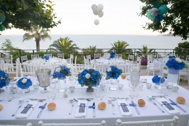 Оформление свадебного стола в бело-синих оттенках