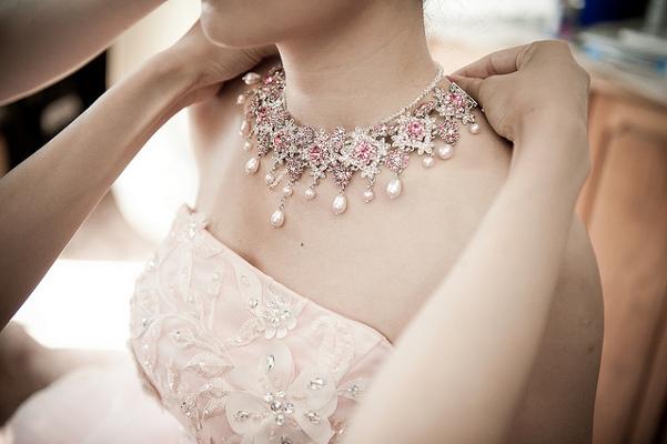 Очаровательное винтажное украшение для невесты