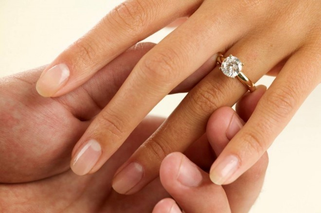 Постарайтесь, чтобы обручальное кольцо от вас не убежало...