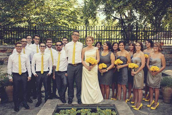 Солнечно-желтый цвет подходит для декора весенней свадьбы