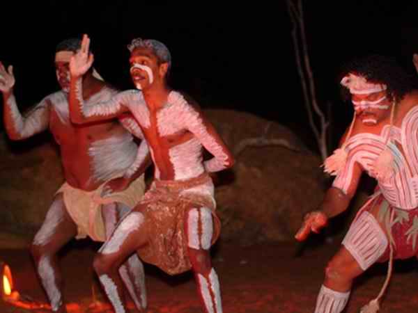 австралийские аборигены тщательно оберегают покой священной горы