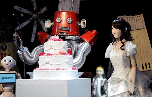 """Свадьба """"влюбленных"""" роботов"""