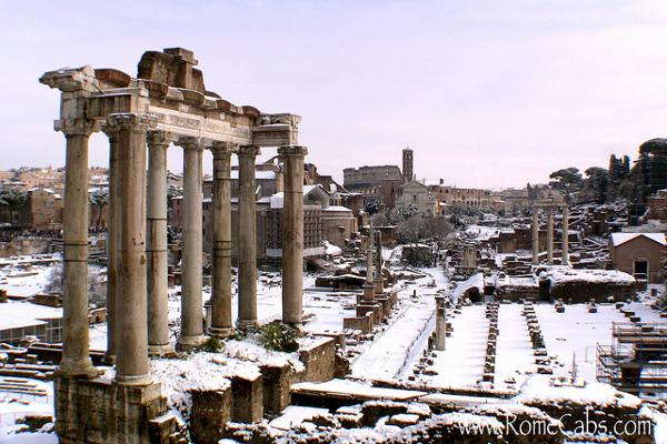 Величественные памятника истории под снежным покровом