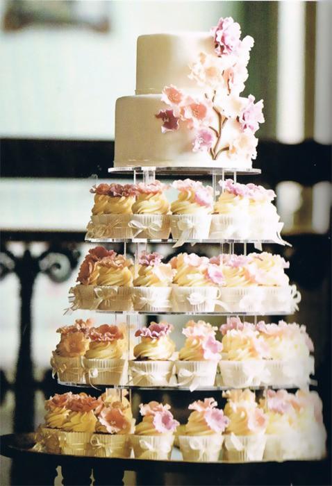Свадебные торты настолько обворожительны, что порою трудно определиться с выбором