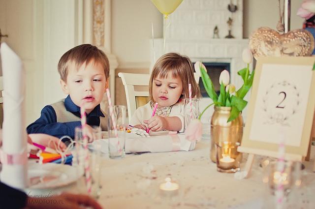 Постарайтесь увлечь малышей на свадьбе