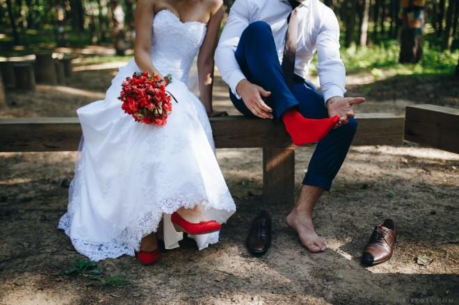 Красные свадебные туфли