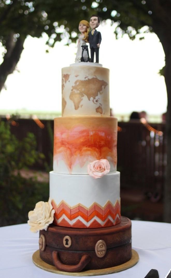 Свадебный торт с забавным декором – молодожены и их собака
